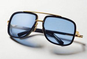 ブルーレンズのサングラス