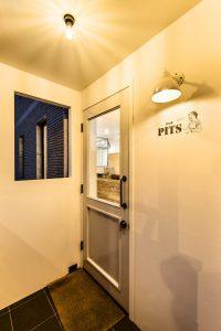 美容院の入口の写真