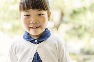 屋外で撮った女の子のポートレイト