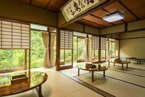 京都嵐山の湯豆腐屋の内観写真