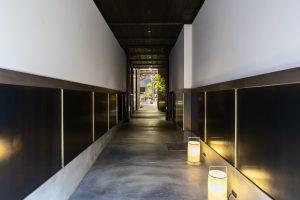 着物の帯の展示スペースの内観写真-3