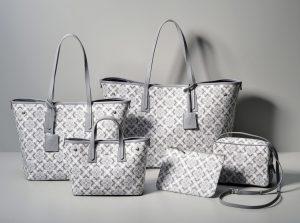 いろいろな形のバッグの集合