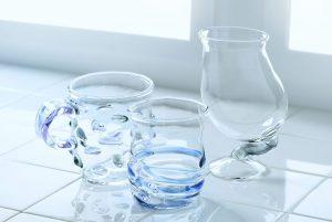 個性的なガラスのコップ