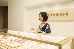 和菓子屋のスタッフ