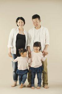 両親と2人の女の子
