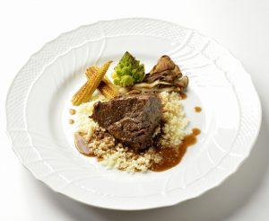 イタリア料理店の肉料理