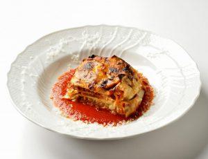 イタリア料理店のラザニア