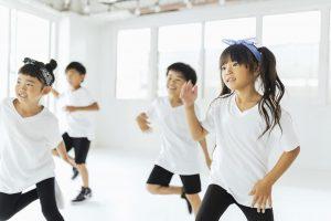 ヒップホップダンスを踊る子供たち