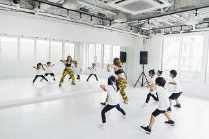 ヒップホップダンスを習う子供たち