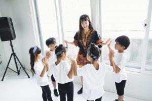 ダンス教室の先生と生徒