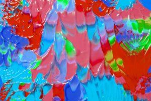 カラフルな水性塗料のイメージ写真