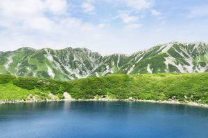 北アルプスの立山連峰とみくりが池