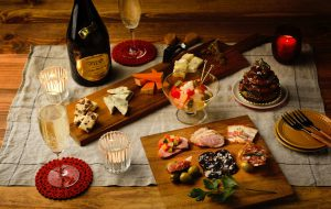 お酒とチーズとオードブルでパーティ