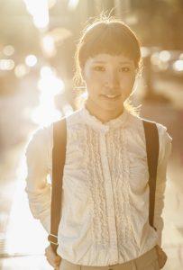 サンセットに撮影した女性のポートレイト